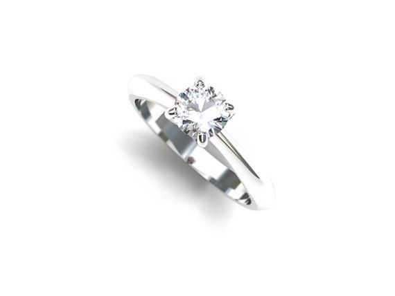 Solitaire ring with GIA-certificated Diamond in White Gold
