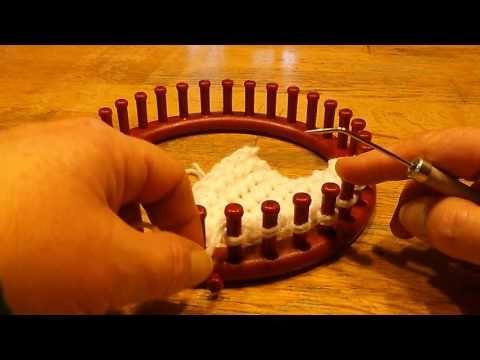 e-wrap breiring  e-wrap met & zonder kantsteek 1 voor 1 gebreid op de breiring - YouTube Heen en weer breien vd e-wrap met en zonder kantsteek. Zo kun je een ladder voorkomen tussen de eerste en laatste steek als je in de rondte breit met deze steek.