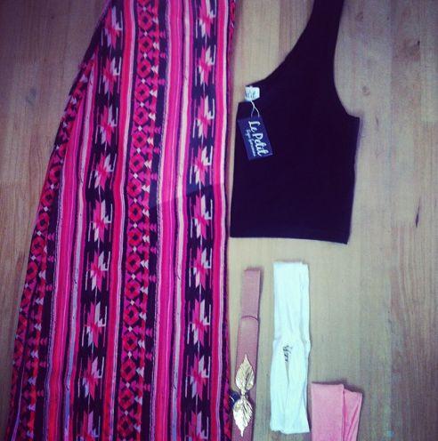 Maxi falda estampada $45.000 Crop Top $18.000 Cinturón $15.000 Mini turbantes $3.000 Cuéntanos que te parecen nuestros precios?  #moda #tendencia #lepetitfashion #tribales #lookbook