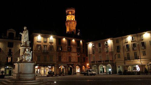 Piazza Cavour Vercelli  #TuscanyAgriturismoGiratola