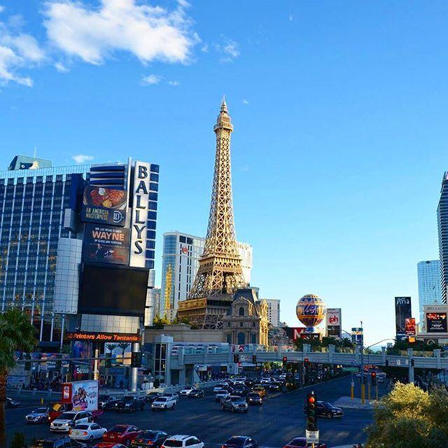 Der Eiffelturm in Las Vegas... Verrückte Amis  ➖➖➖➖➖➖➖➖➖➖➖➖➖➖ #lasvegasstrip #Lasvegas #Vegas #paris #eiffelturm #Casino #Nevada #USA #wanderlust #worldtraveller #Travelgram #Travelgoals #Traveller #travelling #travel #potd #Urlaub #instatravel #Freiheit #Gambling #germanblogger #Blogger #reiseblogger #vacation #instalike #instapic #koffer