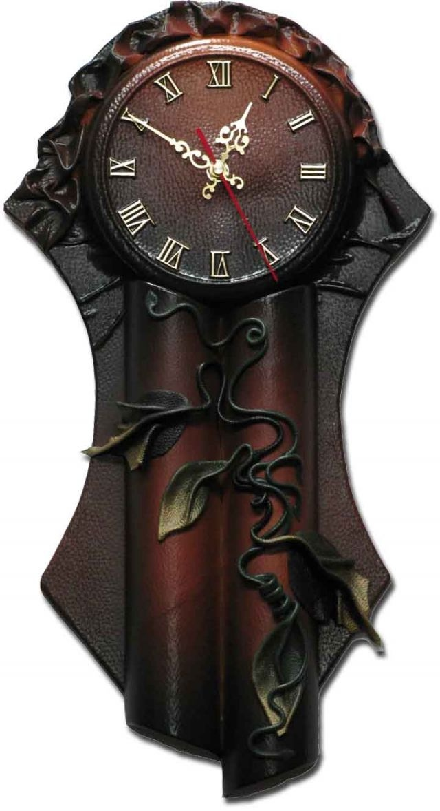 This inspiration that this picture triggered is to build a clock that has some of the same carving features of the giant carved mirror that I'm doing-TRP