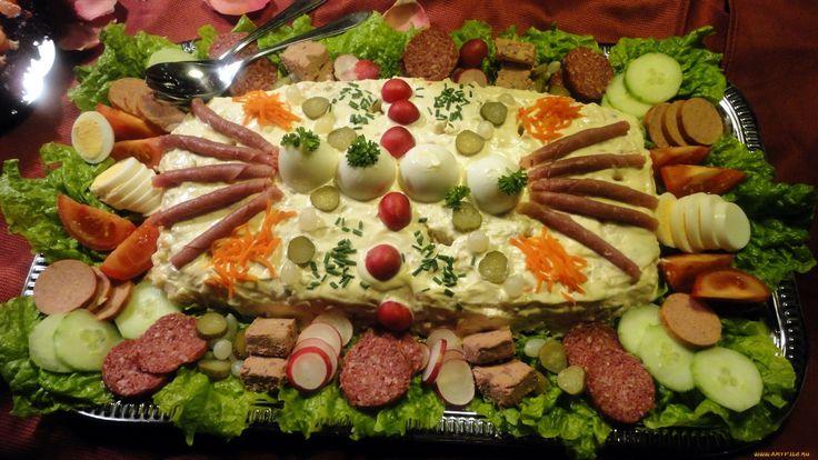 Buffet de ensaladilla rusa, fiambre y hamburguesas en De Bruine Kip (Beusichem, Buren, Gelderland, Países Bajos).