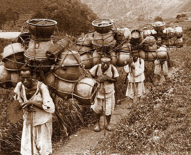 https://flic.kr/p/4G5xRC | OLD KOREA - LAND OF THE MORNING CALM -- Pottery Packing Mountain Men, Near SEOUL | Photo by UNKNOWN photographer, ca.1899-1900.