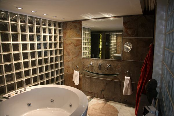 Eco Stone Germany Bathroom bei design-mwm.de unter https://design-mwm.de/echtstein-duennschiefer-vlexstone/