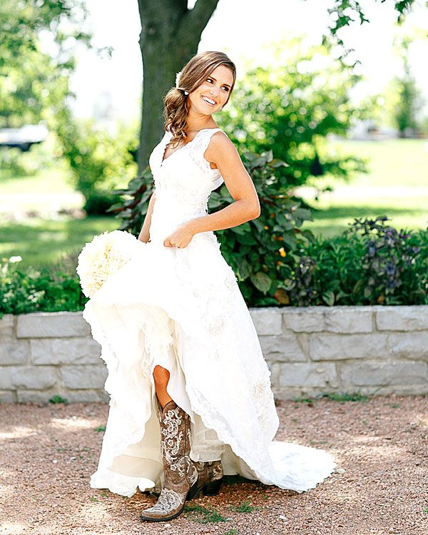 Country Wedding Dresses To Wear With Boots: 17 Best Ideas About Country Wedding Gowns On Pinterest