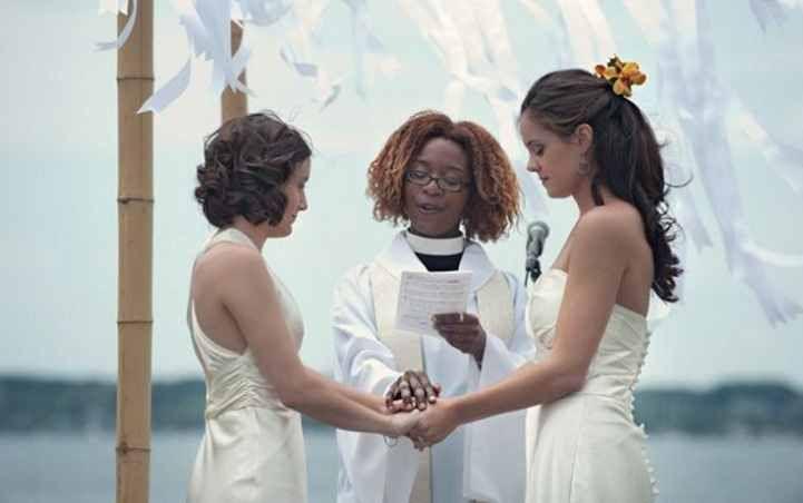 Pernikahan Sejenis di Padang Bikin Geger, berbada dengan pernikahan sejenis yang terjadi di Bali beberapa waktu lalu, kali ini kedua mempelai adalah perempuan