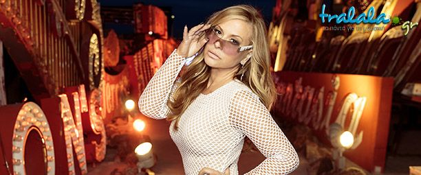 I find it difficult or even impossible for someone not to be able to recognize this voice among others! Anastacia doesn't need any introductions as a singer