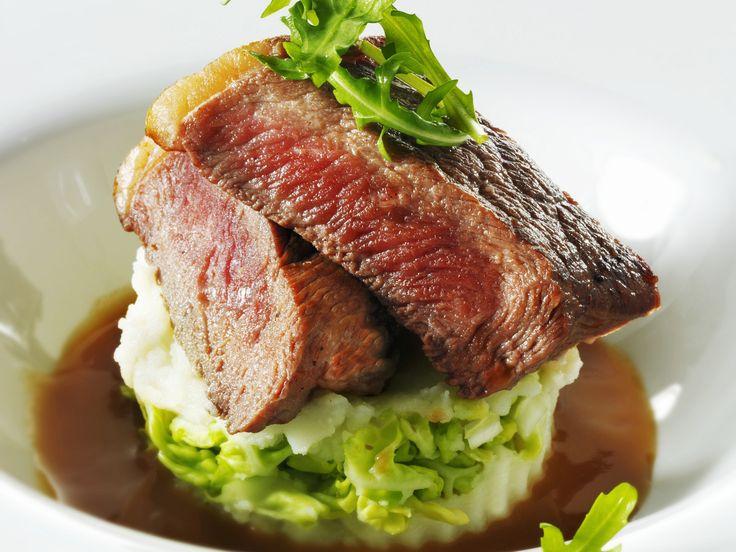 Rindersteak auf Kartoffel-Rucola-Püree - smarter - Zeit: 40 Min. | eatsmarter.de