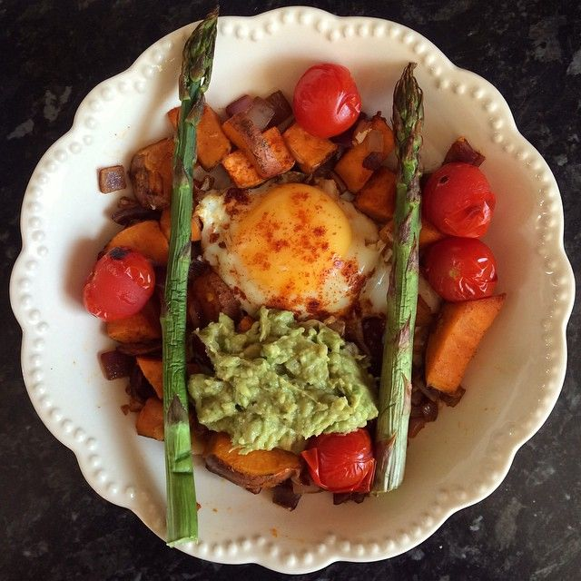 I love homemade meals  1 fried egg, sweet potato cubes and 1/2 red onion cooked in Lucy bee coconut oil. I used a small bit of Himalayan salt and paprika for seasoning. Grilled asparagus and cherry tomatoes and some homemade guacamole ( I'll post recipe soon). #eatclean #eathealthy #AbsSoFoodie #summer #summerdinners #food #fitfam #foodporn #fitfamuk #healthy #healthyeating #healthyliving #cleaneating #cleanliving #dinner