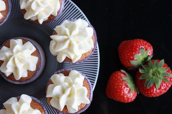 Muffins med gulrot og appelsin er en munnfull å anbefale.      Idéfull skal ha stand på Smakfull bylørdag i Lillestrøm den 13. september hvor jeg skal servere smakfulle idéer med gulrot som tema.      Denne muffinsen er bakt i størrelse smaksprøve (mini ...