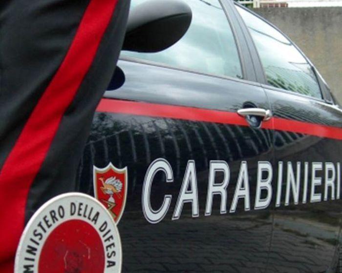 TORINO Giallo a Torino dove un'uomo di 49 anni è morto cadendo dal balcone della sua abitazione. Secondo una prima ricostruzione l'uomo