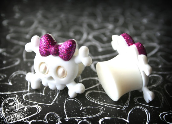 i am willing to stretch my ears a size to have these!: I M Skull, Gauges 3, Skull Crazy