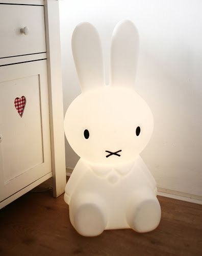 Lámpara para niños: Kids Bedrooms, For Kids, Kids Spaces, Night Lights, Floors Lamps, Miffy Lamps, Miffy Lights, Kids Design, Kids Rooms