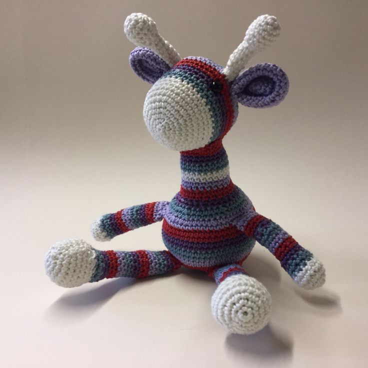 Giraffe amigurumi Pattern by 'I love buttons by Emma.blogspot' SOLD