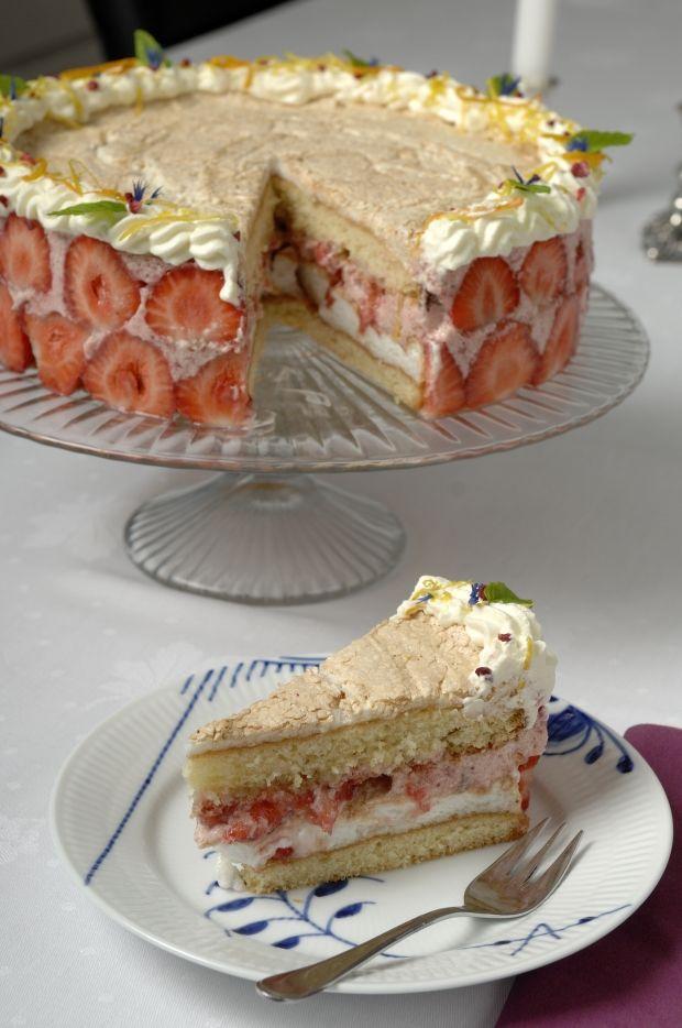 Meretes fra Den Store Bagedysts skønne lagkage med jordbærmousse.