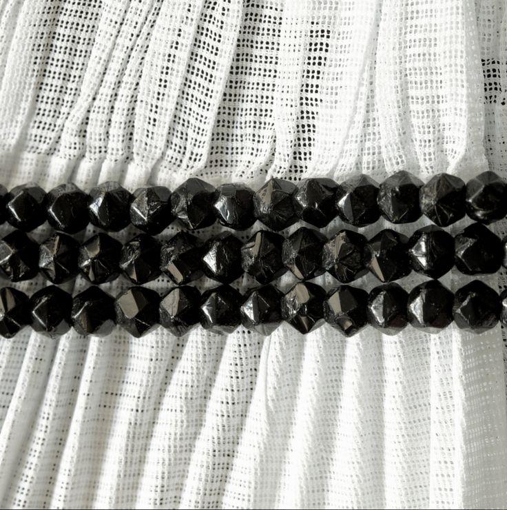 GIT | Halsketting in combinatie met kanten muts Huizense klederdracht  | DUCH REGIONALS