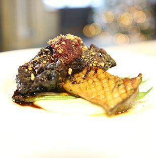 Bouts de côtes braisées, purée de chou-fleur, pleurotes grillés, fèves vertes vapeur, compote de prunes et amandes broyées - Thermador