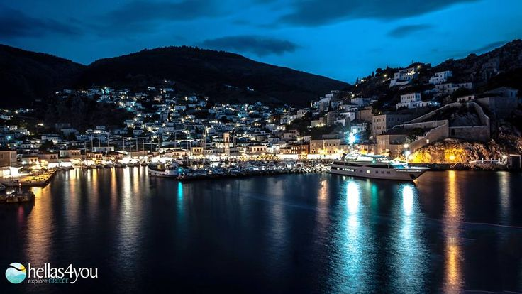 Hydra, the cosmopolitan of the Saronic Islands impresses visitors with its nobility. It is an ideal destination for escape from the city, as it is only 1.5 hours from Athens.