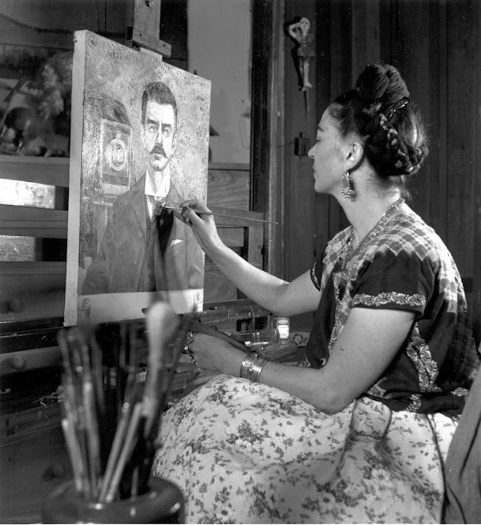 frida kahlo: diego and i essay Case study one: frida kahlo 2000 the intention of this dissertation is to define links between psychoanalytic theories and fine art in this chapter the artist's frida kahlo and tracey emin are discussed and compared to see how psychoanalytic approaches differ when employed with contemporary and traditional art.