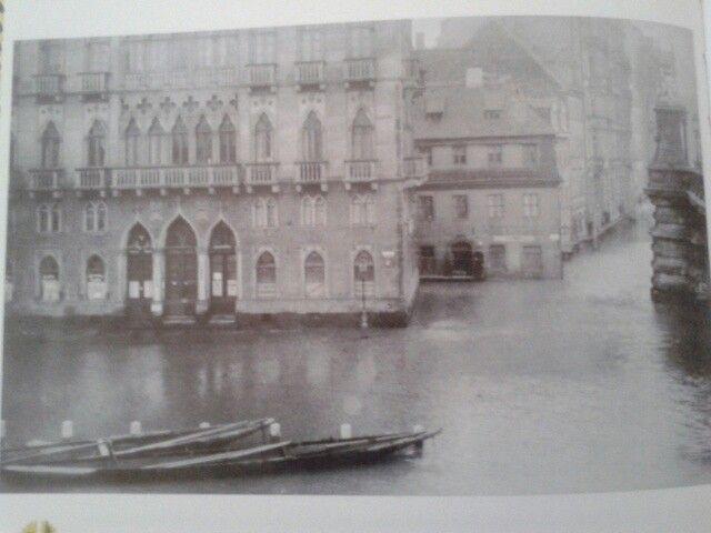Rechts die Carolabrücke...*Venezianisches Haus* bei Hochwasser,v.d.2Wk
