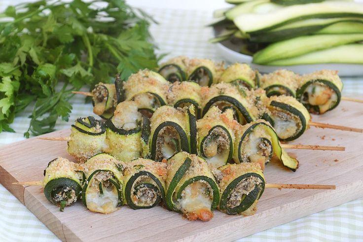 Spiedini di zucchine, scopri la ricetta: http://www.misya.info/ricetta/spiedini-di-zucchine.htm