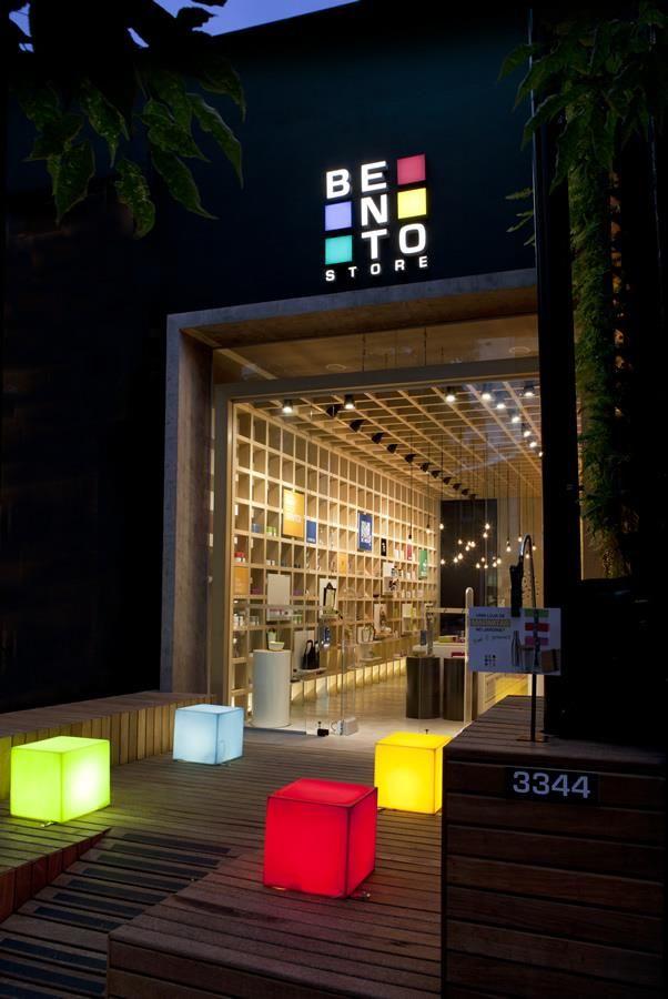 "Bento Store por Leticia Nobell Arquitetos - http://www.galeriadaarquitetura.com.br/projeto/leticia-nobell-arquitetos_/bento-store/1157 <button class=""Button Module borderless hasText vaseButton"" type=""button""> <span class=""buttonText""> Mais </span> </button>"