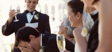 7 trucs pour réussir votre discours de mariage Le discours ! On essaye toujours qu'il soit émouvant, drôle, et mémorable… Il ne s'improvise pas à la dernière minute. Le stress, l'émotion, ou encore les quelques verres d'alcool (oups), tout cela pourrait compliquer quelque peu votre mission. Voici quelques trucs pour tenter de toucher juste à tous les coups et réussir le grand oral du jour J.