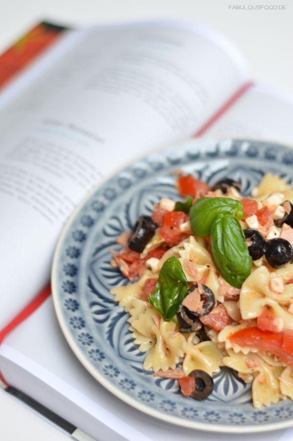 fusilli, farfalle, fussili, salat, nudelsalat, thunfisch, oliven, schwarze, basilikum, oregano,italienisch, buch, rezension, buchrezension, fabulous, food, rezepte, essen, italienisch, tomaten, mozarella, fusillisalat, farfallesalat, rezepte, für, einen, italienischen, sommer, rezepte für einen italienischen sommer, give, away, gewinnspiel, flammende, sterne, scharnhausen, feuerwerk, blog, foodblog, italienischer