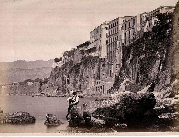 Sommer, Giorgio (1834-1914) Sorrento - Marina coll'Albergo Tramontano