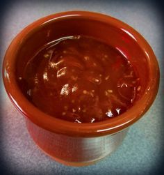 Receta sencilla de salsa barbacoa casera con indicaciones paso a paso.