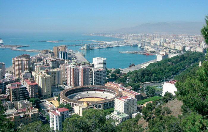 Hiszpańska Malaga jest uroczym miejscem, szczególnie lubianym przez turystów co potwierdza ilość napotykanych tu urlopowiczów z najdalszych zakątków. Fascynująca kompozycja miasta, jego rozmieszcze...
