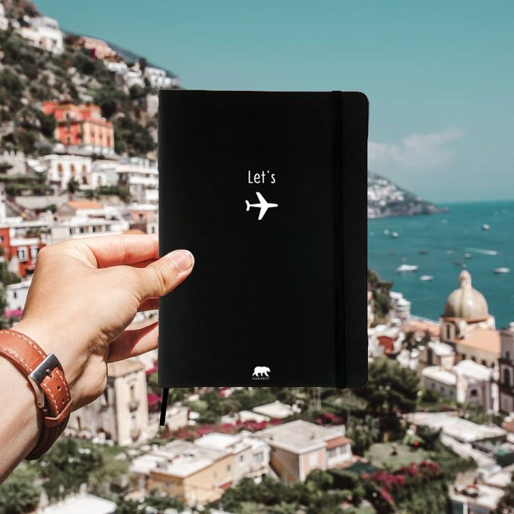Writing your adventure memories with this Let's Fly notebook in Positano, Italy. Find it in #FlyGiftBox Find it here➡ www.garnett.es