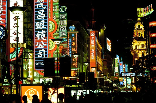 Shanghai - Nanjing Lu at night (2008) by Manu Foissotte,