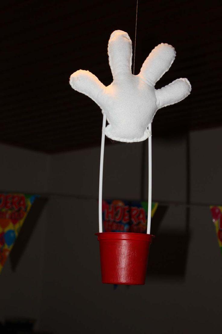Enkele foto's van het mickey mouse feest van m'n jongste dochter....  De uitnodigingen zijn gemaakt met rood vilt, met de machine vastgenaai...