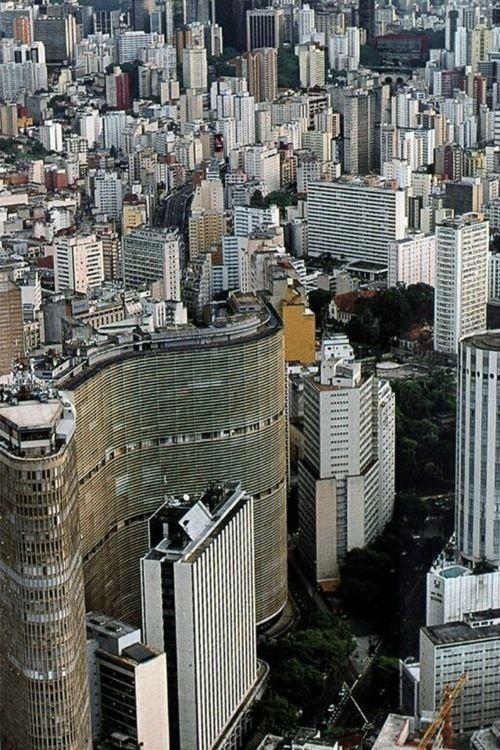 Rio's Super Tenements