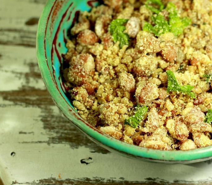 Prático e rápido, o feijão tropeiro vegano pode ser preparado com diversas combinações.