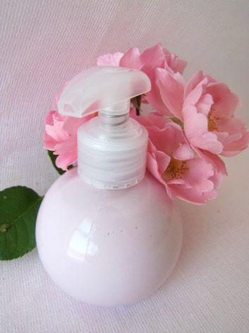 lait précieux pour le corps à l'huile essentielle de rose