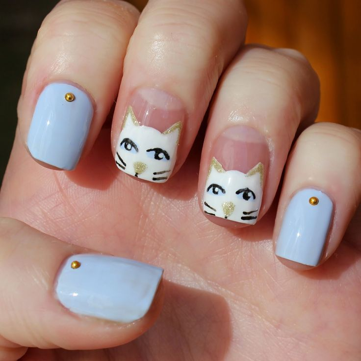 Uñas decoradas de blanco con gatos - Nails white cat design