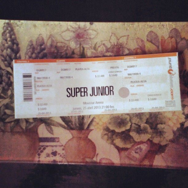 """""""This is my #SuperJunior ticket for #SS5 in #Chile ! I'm happy :3 #Kpop"""" Photo by 8bitboo @instagram"""