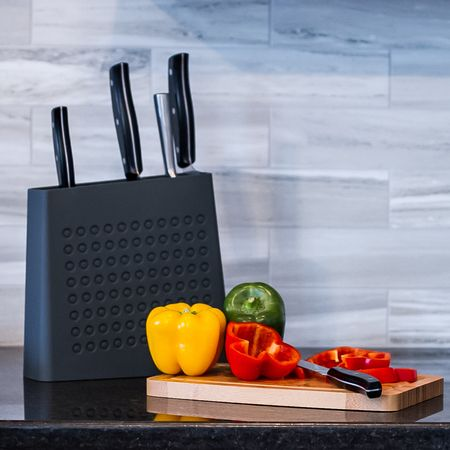 The slim new Urban Knife Block by Kapoosh fits in even the smallest of kitchens, and holds as many knives as traditional knife blocks. Available in 5 colors to brighten your kitchen!