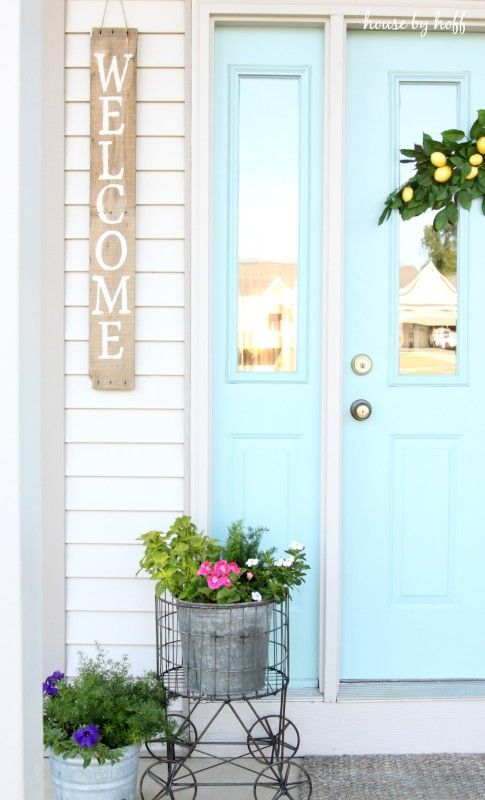 Love this cheery front door color and the pallet wood welcome sign - such curb appeal! Tour the house of House by Hoff eclecticallyvintage.com