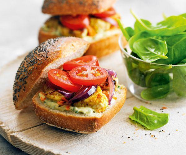 #Sandwich #indien au #poulet, aux #tomates, au #yaourt et au #curry