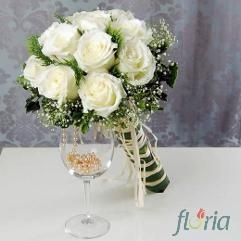 Buchet mireasa de 13 trandafiri albi si gipsofila