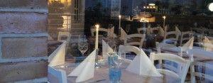 """Auf der Suche nach Neuem, wurde uns das erst im Dezember eröffnete Restaurant """"Sylter Stadtgeflüster"""" in Westerland empfohlen.  Und dies keinesfalls zu Unrecht. Das junge Team hat die Räumlichkeiten komplett neu gestaltet. Modernes Friesenambiente in Grau und Azur dominieren. Im Sommer lädt eine große Terrasse zum Verweilen ein."""