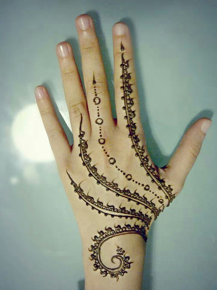 I usually dont like hennas all the way up the fingers but I really like this one!!!