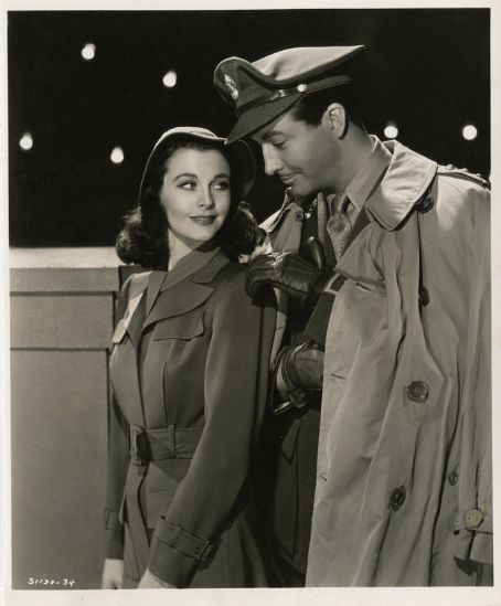 Vivien Leigh and Robert Taylor.  Publicity still from WATERLOO BRIDGE (1940).  Love that film.