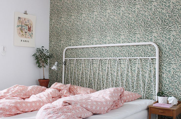Wallpaper + wire bed frame