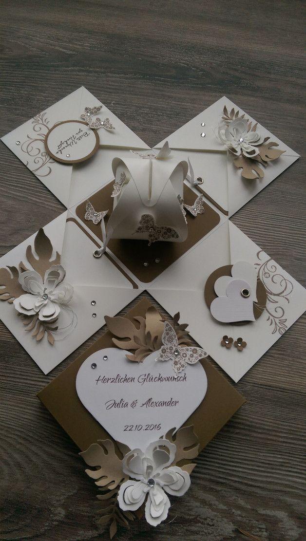 **Eine Explosionsbox mit den Daten des Brautpaares in Naturtönen aus hochwertigem Karten- und Designerpapier mit gestempelten Motiven sowie gestanzten Elementen. **  Die Ballonbox in der Mitte...