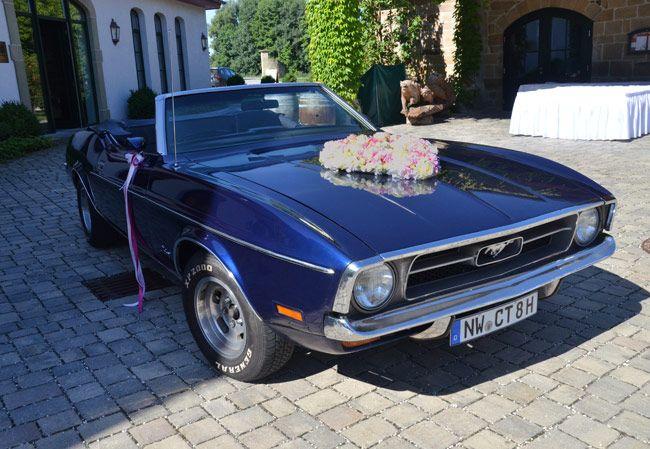 #Süßes #Blütenherz im #Vintage #Look für den #scharfen #Mustang in #rosa #grün und #weiß - #weddingdecoration #car #bouquet #weddingidea #weddinginspiration